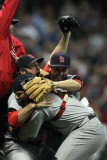 Cardinals v Brewers - Milwaukee, WI - Oct. 16: Jason Motte, Yadier Molina and Daniel Descalso Photographie par Jonathan Daniel