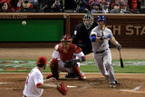 Texas Rangers v St Louis Cardinals, St Louis, MO - Oct. 27: Michael Young and Jaime Garcia Fotografie-Druck von Rob Carr