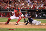 Brewers v St. Louis Cardinals - G. Four - Oct. 13: Jerry Hairston Jr. and Yadier Molina Photographie par Christian Petersen