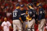 Brewers v Cardinals - G. Five, St Louis, MO - Oct. 14: Rick Kranitz, Zack Greinke and Albert Pujols Fotografie-Druck von Dilip Vishwanat
