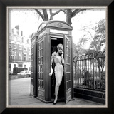 Lucinda in a Telephone Box, London, 1959 Poster par Georges Dambier