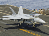 An F/A-18E Super Hornet Trap Landing on the Flight Deck of USS Harry S. Truman Stampa fotografica di Stocktrek Images,