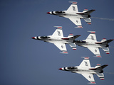 The U.S. Air Force Thunderbird Demonstration Team Fotografie-Druck von  Stocktrek Images