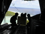 Airmen Push Out a Pallet of Donated Goods from a C-130 Hercules Lmina fotogrfica por Stocktrek Images
