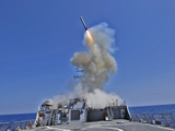 USS Barry Launches a Tomahawk Cruise Missile Photographie par  Stocktrek Images