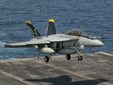 An F/A-18F Super Hornet Prepares to Land Aboard USS Eisenhower Photographie par  Stocktrek Images