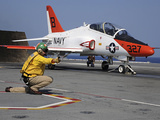 A Shooter Signlas the Launch of a T-45A Goshawk Trainer Aircraft Lmina fotogrfica por Stocktrek Images