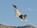 A U.S. Air Force F-22 Raptor Takes Off from Nellis Air Force Base, Nevada Lámina fotográfica por Stocktrek Images