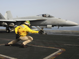 A Shooter Launches an F/A-18E Super Hornet from USS Dwight D Eisenhower Photographie par  Stocktrek Images
