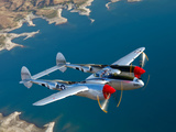 A Lockheed P-38 Lightning Fighter Aircraft in Flight Fotografiskt tryck av Stocktrek Images,