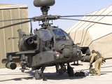 An Apache Helicopter at Camp Bastion, Afghanistan Photographie par  Stocktrek Images