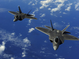 U.S. Air Force F-22 Raptors in Flight Near Guam Lámina fotográfica por Stocktrek Images