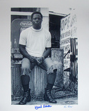 Hank Aaron Autographed Sitting On Garbage Can Photograph - Signed By Photographer Ken Regan Photographie