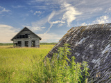 Abandoned Farm Buildings in a Canadian Prairie Fotografiskt tryck av Pete Ryan