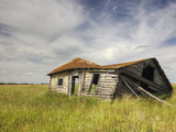 A Log Cabin Collapses into the Prairie Landscape Fotografiskt tryck av Pete Ryan