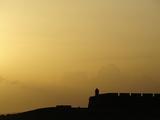 Morro Fortress Silhouetted Against a Sunset Sky Fotografiskt tryck av Raul Touzon