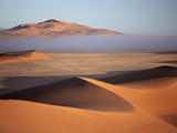 Clearing Fog Bank over Sand Dunes Near Gobabeb, Namib Desert, Namibia Fotografie-Druck von Michael and Patricia Fogden/Minden Pictures