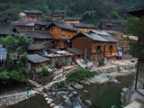Wooden Houses Line the Duliu River in Xijiang Lámina fotográfica por O. Louis Mazzatenta