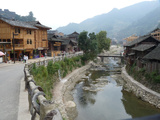 A Canal Runs Through Xijiang, China Lámina fotográfica por O. Louis Mazzatenta
