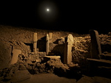 Pillars Stand at Gobekli Tepe, the Oldest known Temple Fotografie-Druck von Vincent J. Musi