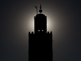 Silhouetted Minaret of Koutoubia Mosque, Largest Mosque in Marrakech Photographie par Kent Kobersteen