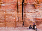 A Musician and a Small Boy at the Street of Facades, Petra Photographie par Kent Kobersteen