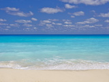 Turquoise Water and Soft Beaches Create a Paradise at Cancun, Mexico Fotografisk tryk af Mike Theiss
