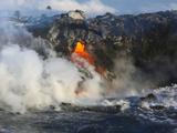 Steam Rises as Lava Flows into the Sea from a Lava Tube Fotografisk trykk av Patrick McFeeley