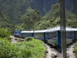 The Hiram Bingham Express En Route to Machu Picchu Photographie par Kent Kobersteen