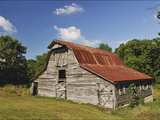 A 100-Year-Old Barn Sits Along Historic Maple Grove Road Photographie par Steve Raymer