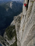 A Climber, Without a Rope, Clings with Fingertips to Half Dome Fotografisk tryk af Jimmy Chin