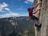 A Climber Grips an Expanse of El Capitan Fotografisk tryk af Jimmy Chin