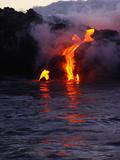 Glowing Lava Flowing into the Sea Fotografisk trykk av Patrick McFeeley