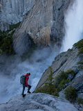 A Climber on the Approach to the Yosemite Falls Wall Fotografisk tryk af Jimmy Chin