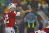 Titans Patriots Football: Foxborough, MA - Tom Brady Lámina fotográfica por Stephan Savoia