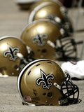 Saints Raiders Football: Oakland, CA - New Orleans Saints Helmets Fotografisk trykk av Tony Avelar