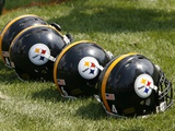 Steelers Camp Football: Latrobe, PA - Steelers Helmets Fotografisk trykk av Keith Srakocic