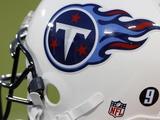 Buccaneers Titans Football: Nashville, TN - Tennessee Titans Helmet Fotografisk trykk av Mark Humphrey
