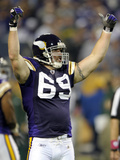Vikings Allens Pressure Football: Minneapolis, MN - Jared Allen Fotografisk trykk av Tom Olmscheid