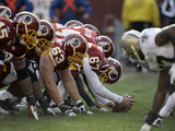 Saints Redskins Football: Landover, MD - Redskins Line Lmina fotogrfica por Rob Carr