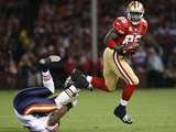 Bears 49ers Football: San Francisco, CA - Vernon Davis Photographic Print by Paul Sakuma