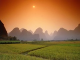 Rice fields an chalk mountains at twilight, Yangshou, Guangxi Province, China Fotografie-Druck von Frank Krahmer