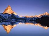 Matterhorn reflected in lake Fotografisk tryk af Frank Lukasseck