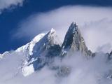 Frankrig, Alperne, Mont Blanc, bjergmasse, Aiguille Verte, ind i skyerne Fotografisk tryk af Frank Lukasseck