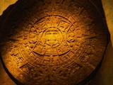 Aztec Carved Calendar Stone Impresso fotogrfica por Randy Faris