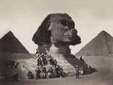 British Soldiers at the Sphinx Photographie par  Bettmann