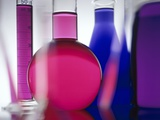 Beakers filled with liquid Photographie par Frithjof Hirdes