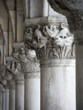 Columns of the Doge&#39;s Palace Photographie par Tom Grill