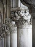 Columns of the Doge's Palace Fotografisk tryk af Tom Grill