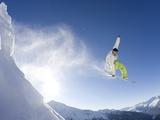 Snowboarder in French Alps Fotografisk tryk af David Spurdens